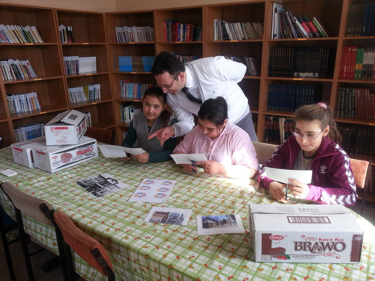 Turkish students are building their model homes