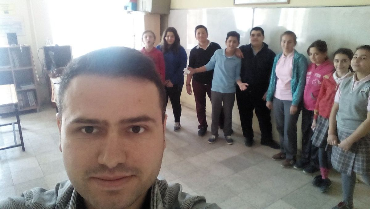 The nine Turkish ambassadors are preparing the presentation of their school with their English teacher, Mr Durmus.