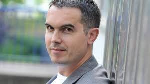 Maxime Chattam, romancier français, s'est specialsé dans le roman policier