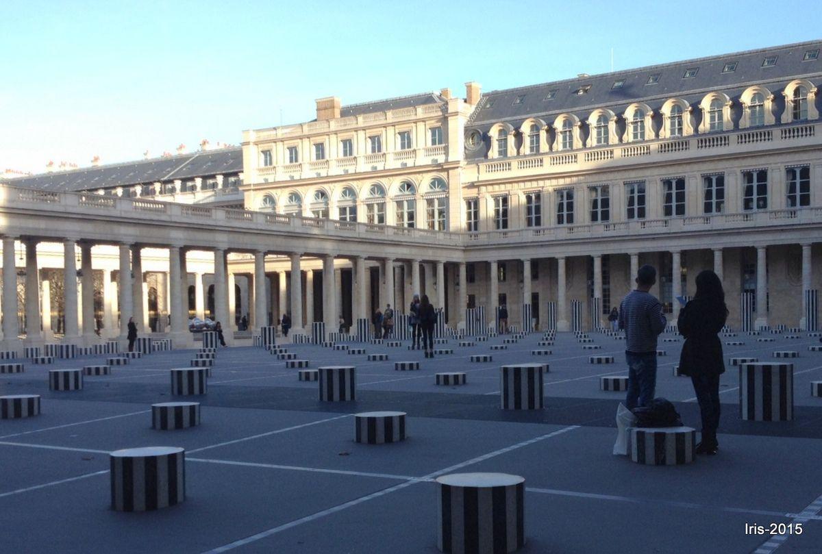 Images parisiennes des Champs et des Colonnes de Buren au Palais Royal