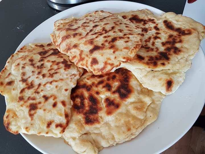 Pains naans au fromage