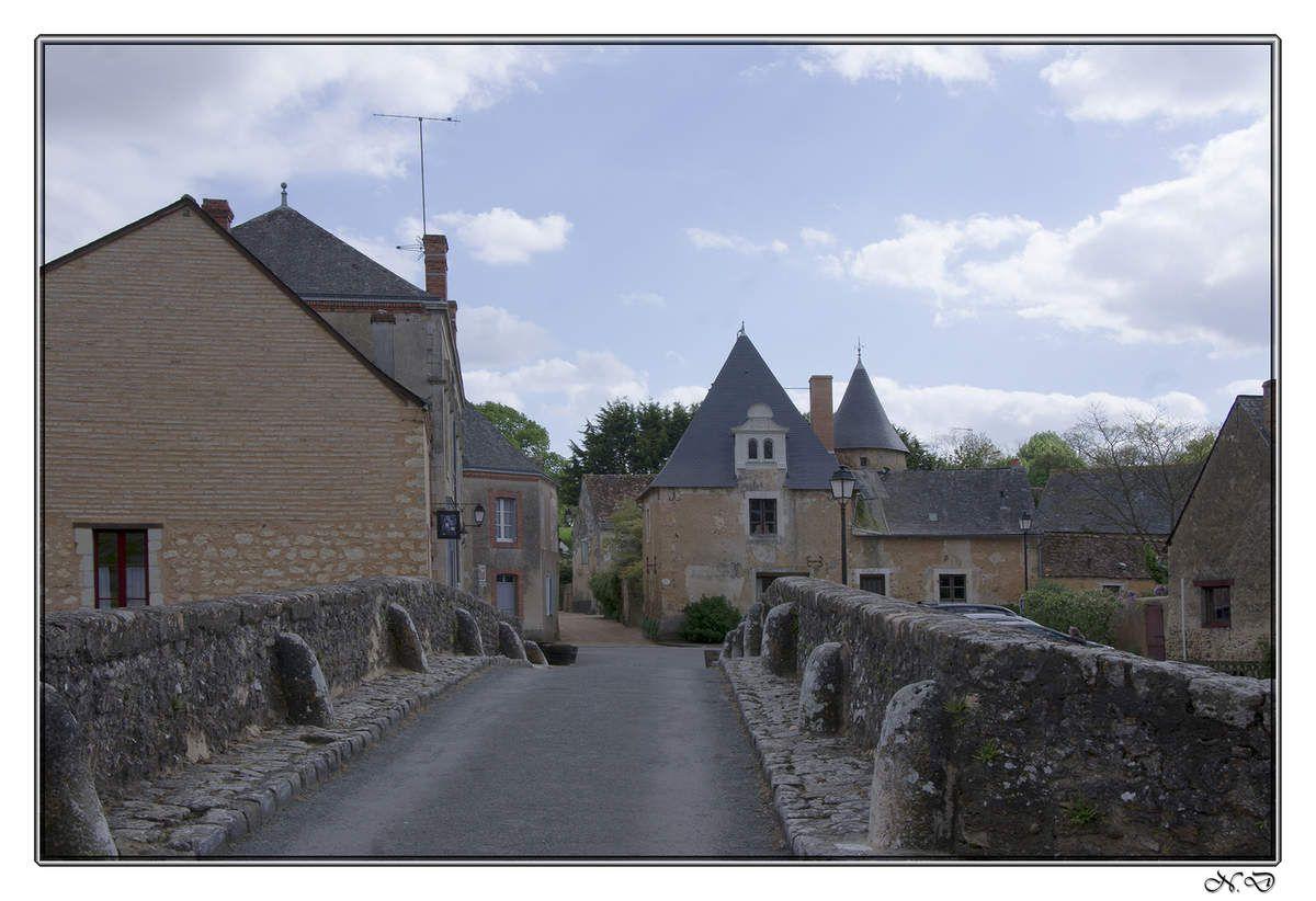 Asnières-sur-Vègre, c'est l'un des plus beaux villages de la Sarthe.  comme de nombreux villages, il apparaît au début du Moyen âge.