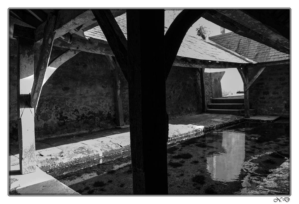 - La Fontaine Saint-Aldric qui a été transformée en lavoir au XIXe siècle.