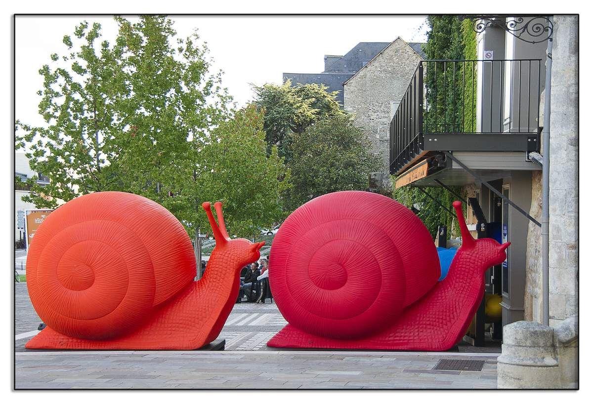 Le Mans place du Marché des Jacobins - Sculptures du collectif italien Cracking-Art-Group.