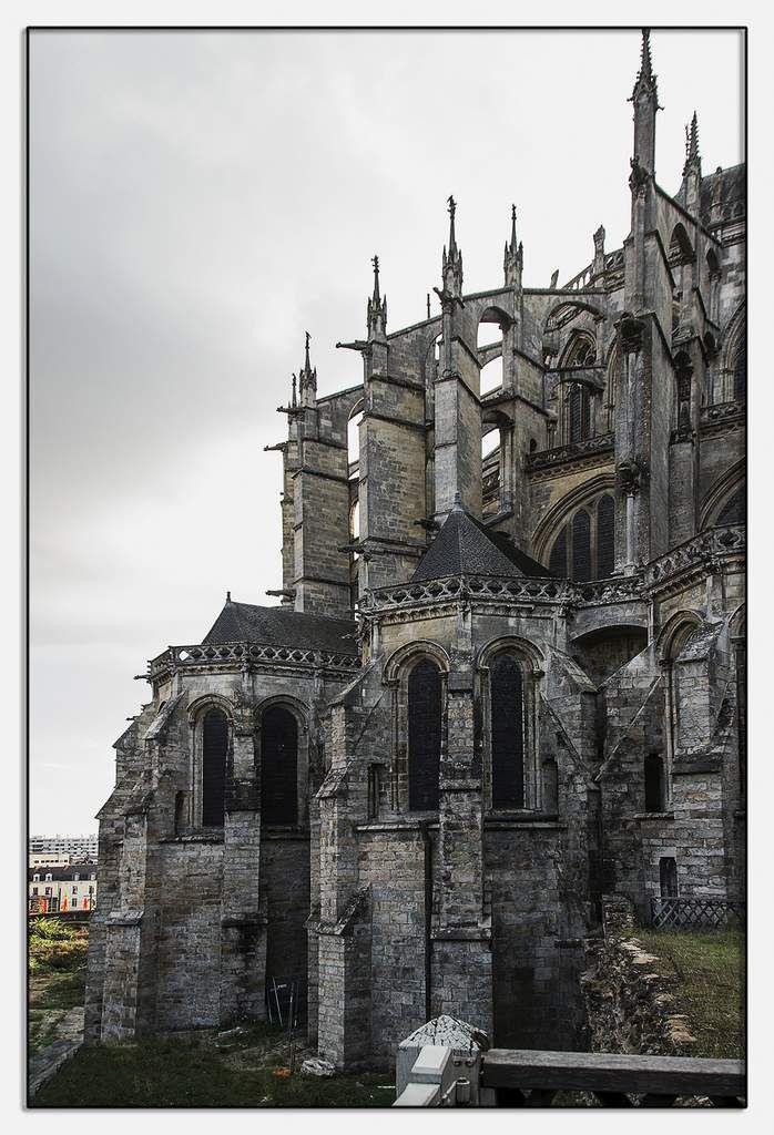 Exterieur de la cathédrale Saint-Julien du Mans.