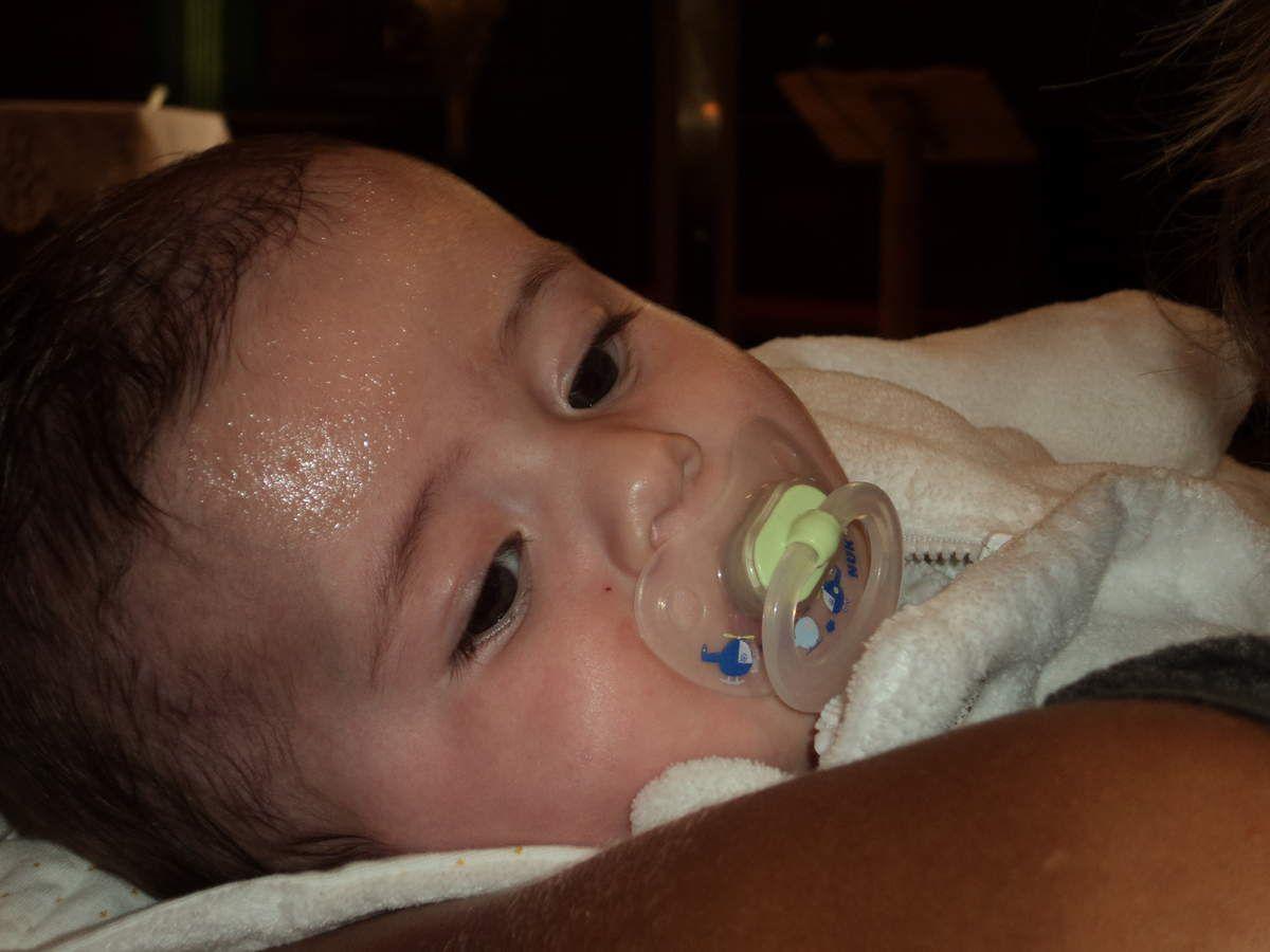 Notre petit amour de baptisé est humide mais malgré tout très sage !!