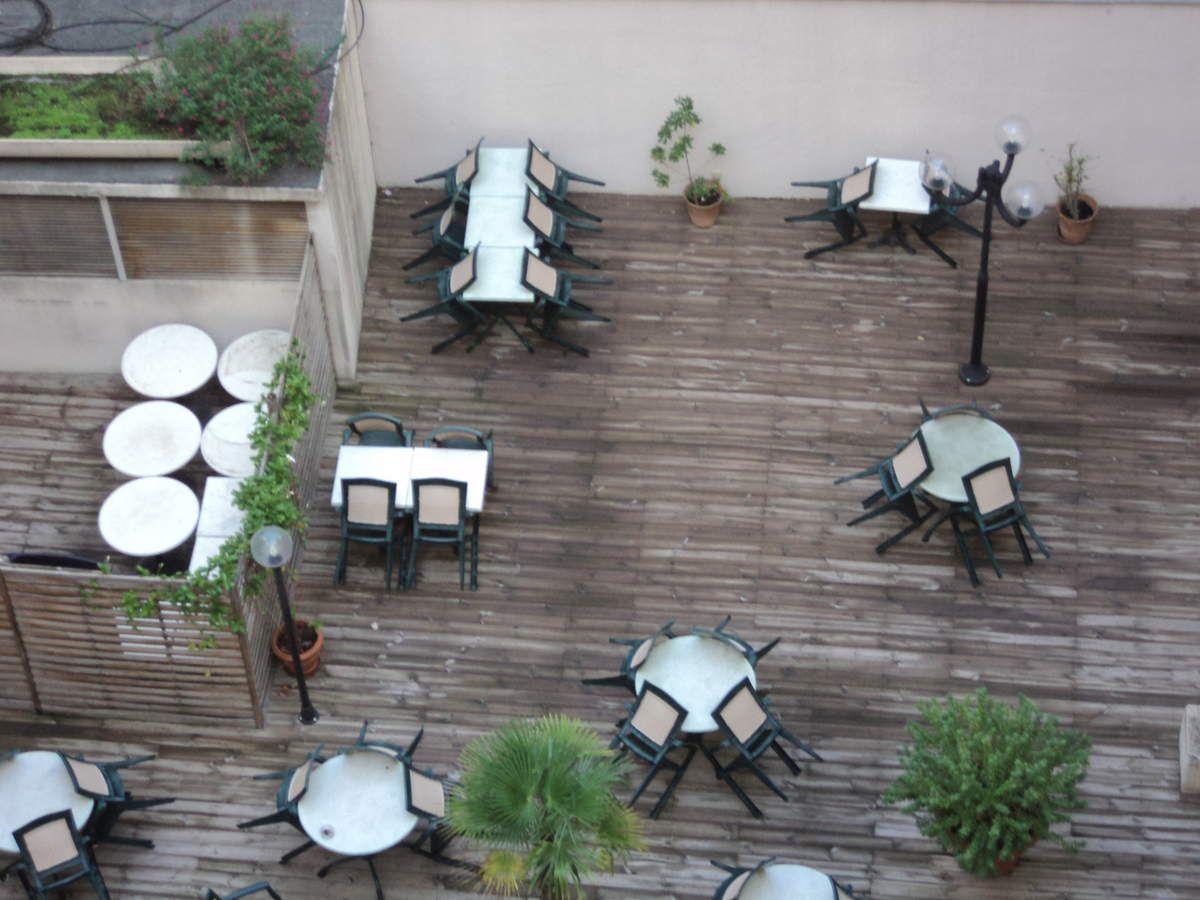 Dernier petit déj à l'hôtel !! vue de la terrasse de notre chambre au sixième étage.