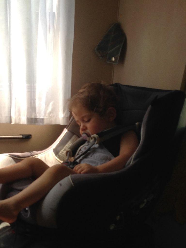 Retour !!! Achille s'endort après cette grande journée !!