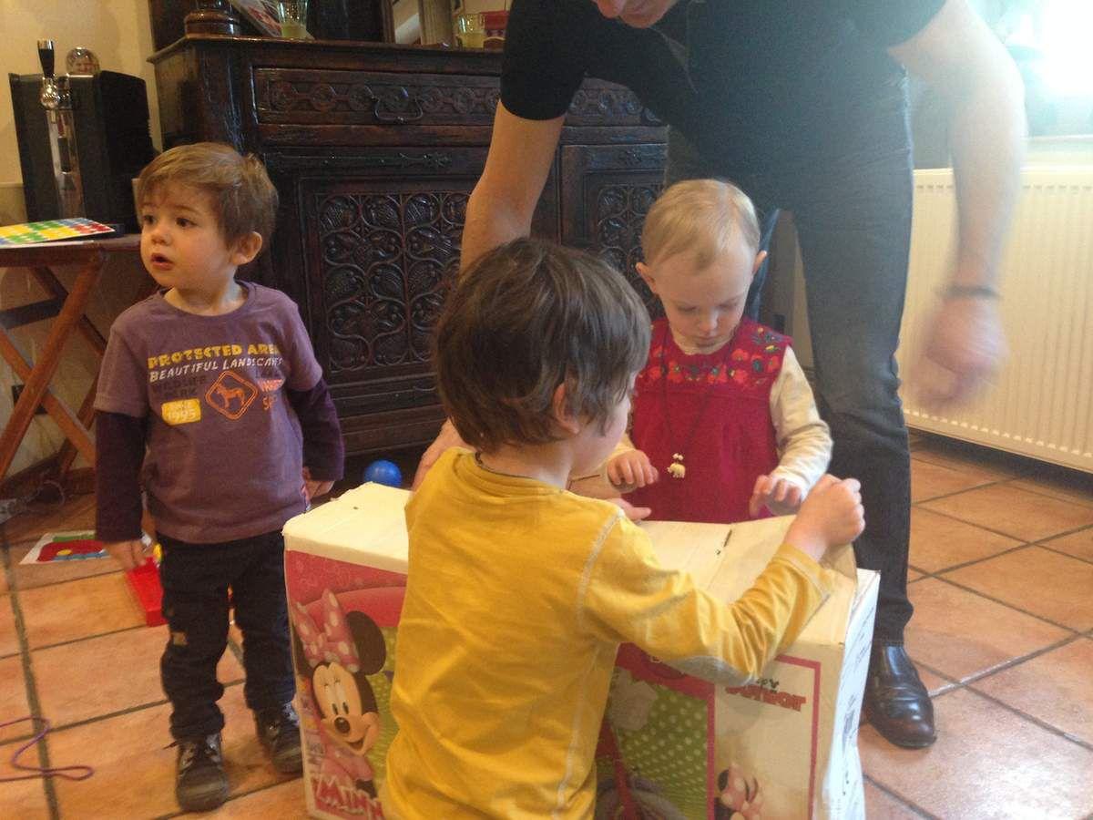 Le grand moment du déballage de cadeaux !