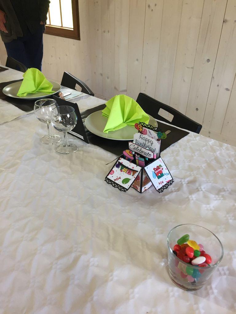 Une belle déco de table avec des marques places réalisés par Aurélie, rencontrée sur notre club de toutou sur facebook