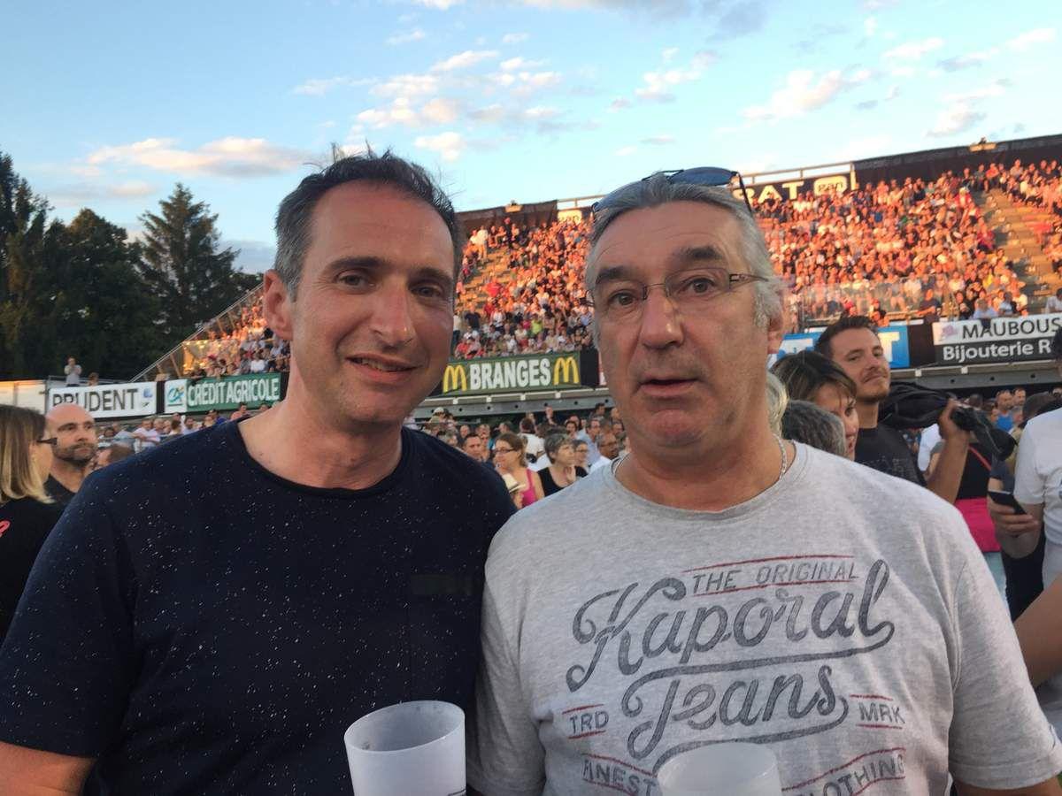 Laurent et Didier sont dans la fosse !! plus facile pour s'agiter !!