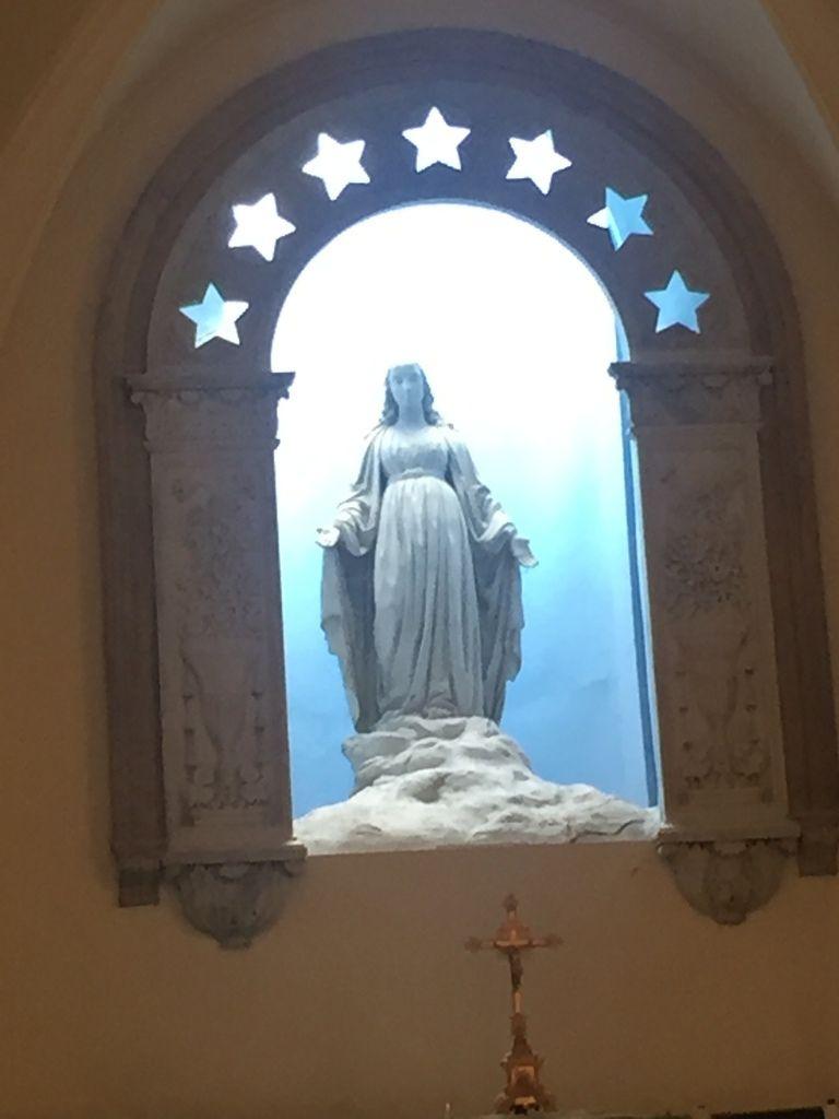 on a même vu La Vierge !!... très beau, avec la lumière du soleil