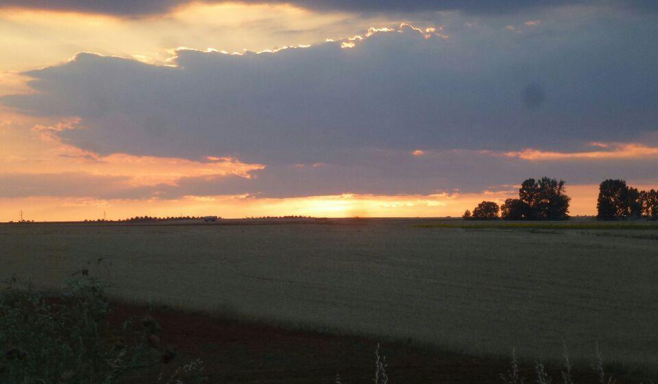 coucher de soleil -chemins- attention au STOP