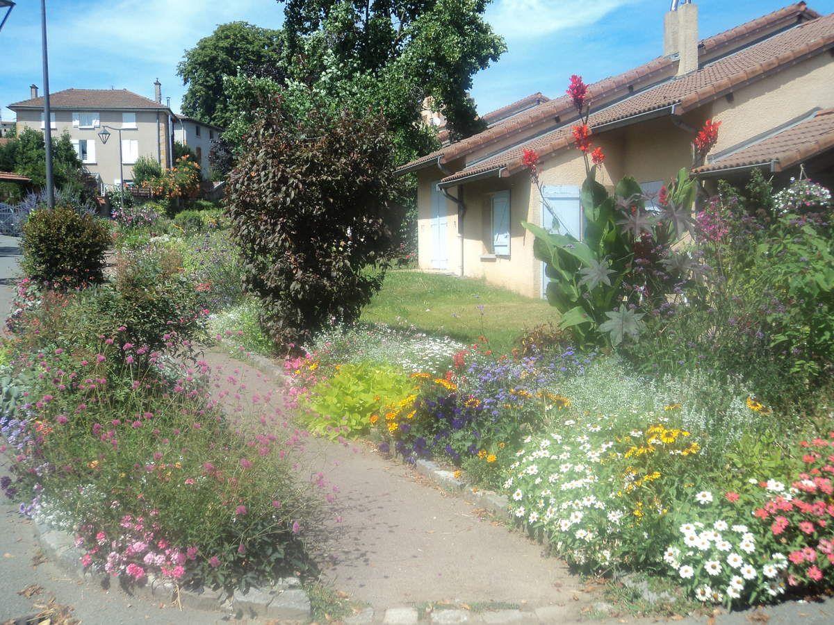 Saint Loup, village très fleuri