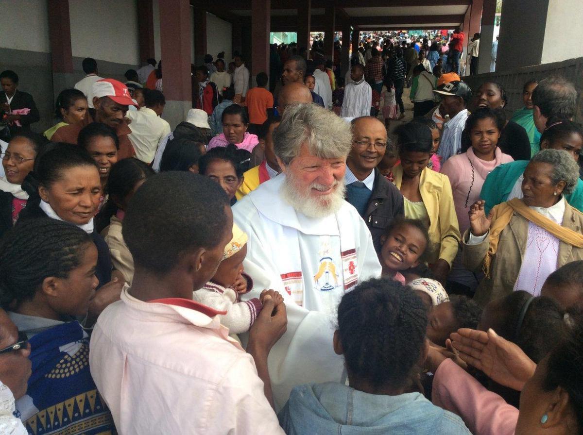 40 ans de sacerdoce pour le père Pedro, qui débuta à Buenos Aires, et se concrétise sur le terrain depuis 45 ans à Madagascar !