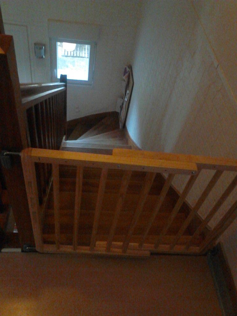 l'étage devient un lieu de sommeil donc nouvelle barriere et nouveau lit comme pour les maternelles plus toujours le lit en bois dans ma chambre