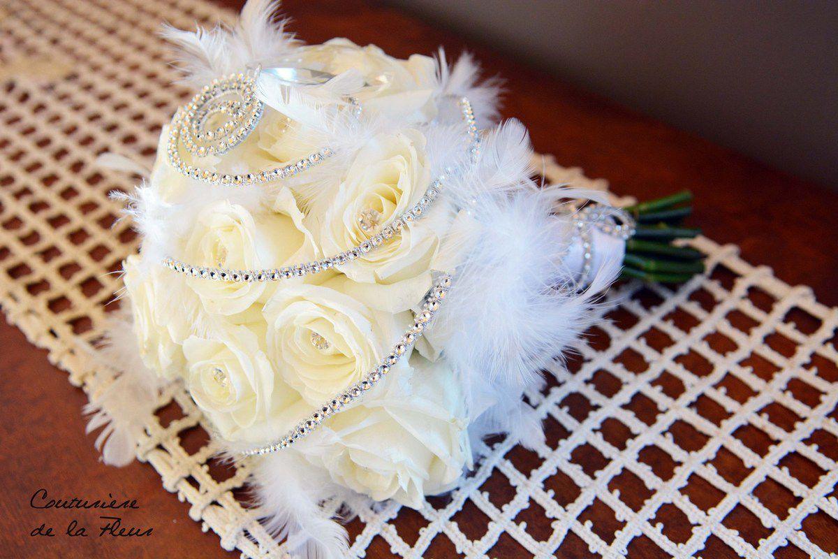 mariage strass plumes blanc sac en fleurs bouquet de mari e fleuriste mariage. Black Bedroom Furniture Sets. Home Design Ideas