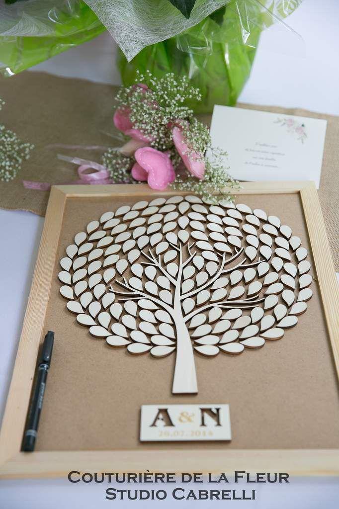 Table d'accueil avec livre d'or, arbre à empruntes