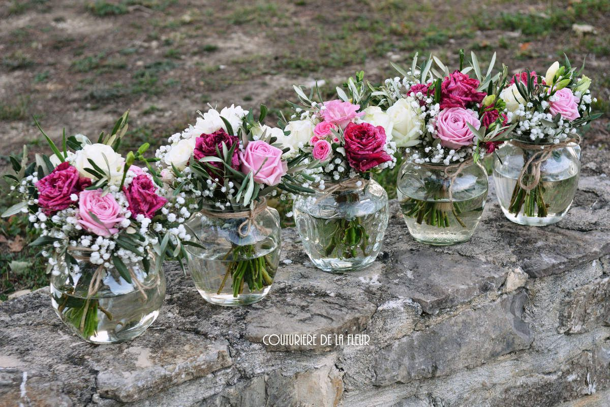 Décorations pour mange-debout dans pots anciens - High bar tables decorations in old jars.