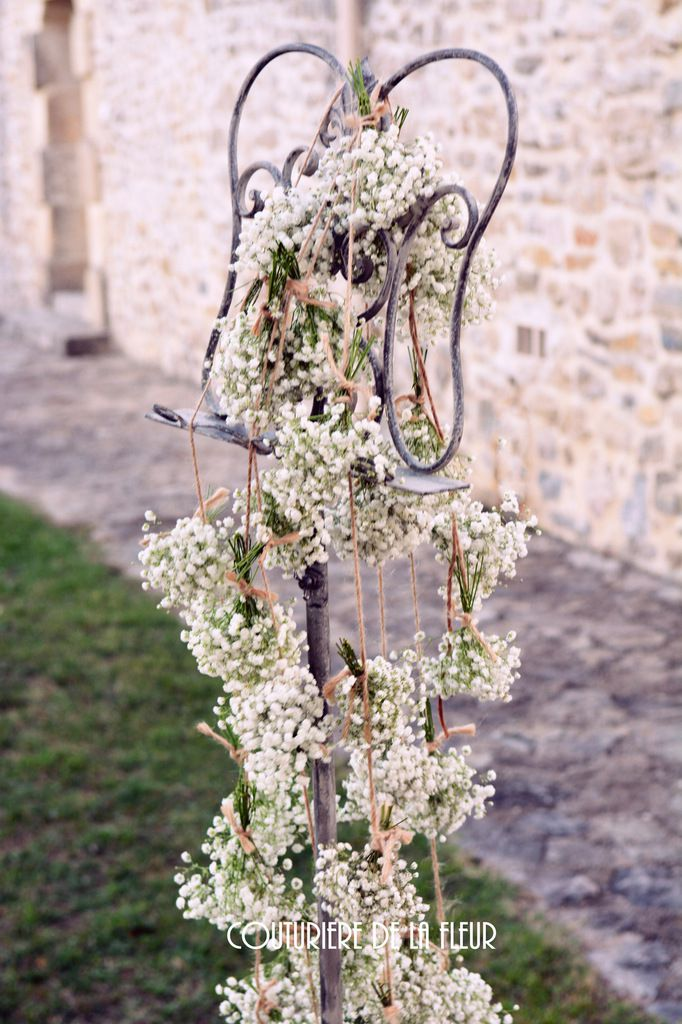 Guirlandes de gypsophile pour pupitre et arche - Garlands of gypsophila to console and arch.