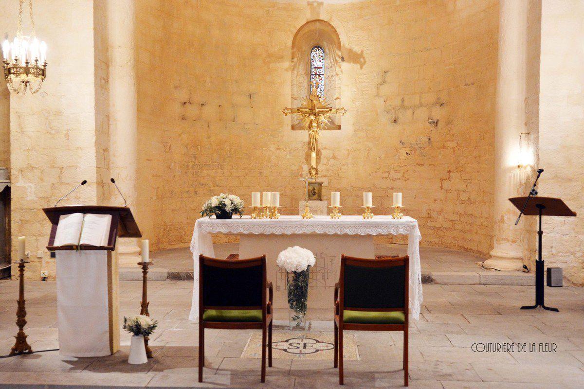 Décoration florale de l'église St Etienne : simple, naturelle et chic !