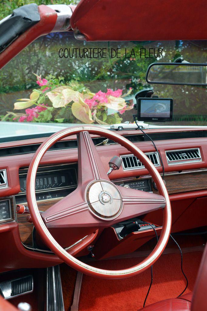Composition florale Fuchsia et Pêche pour une magnifique Cadillac blanche !