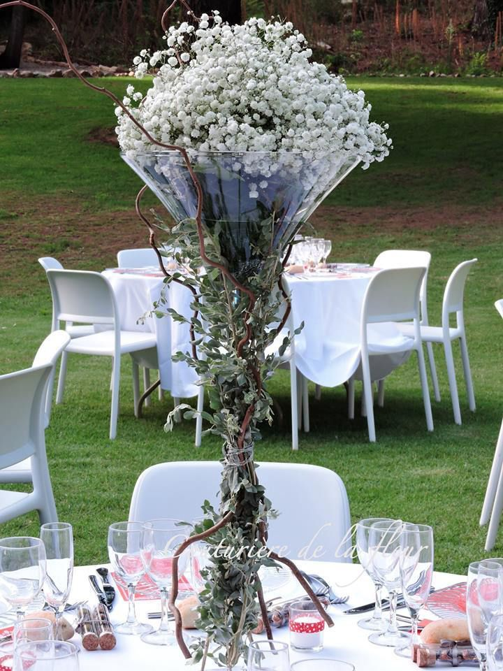 Bouquets de gypso dans coupes Cocktail