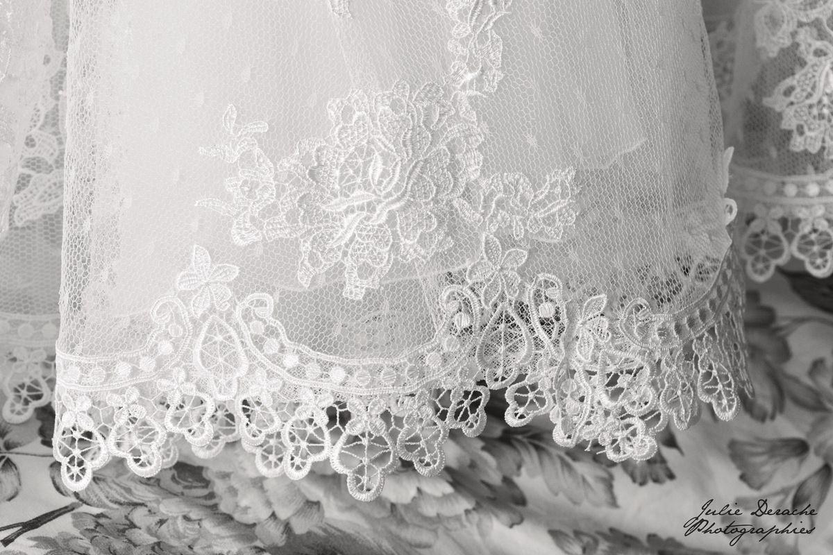Jolie robe de mariée Pronovias en guipure et plumetis
