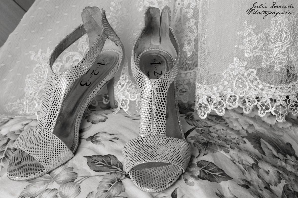Les atours de la mariée : chaussures de mariée, robe de mariée et ses dentelles