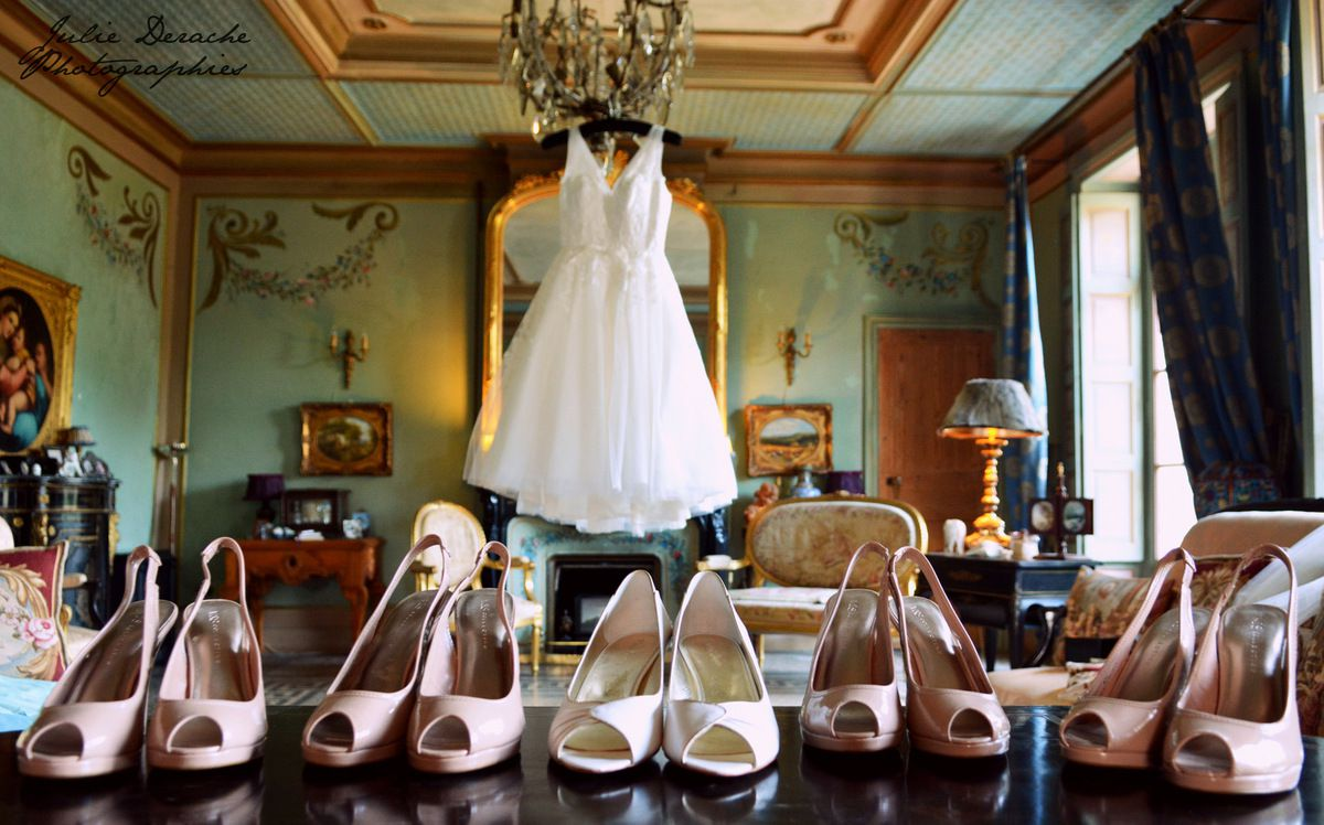 Les demoiselles d'honneur d'Emily portaient de jolis escarpins nude, très chics ! Emily's bridesmaids had beautiful nude shoes, chic !