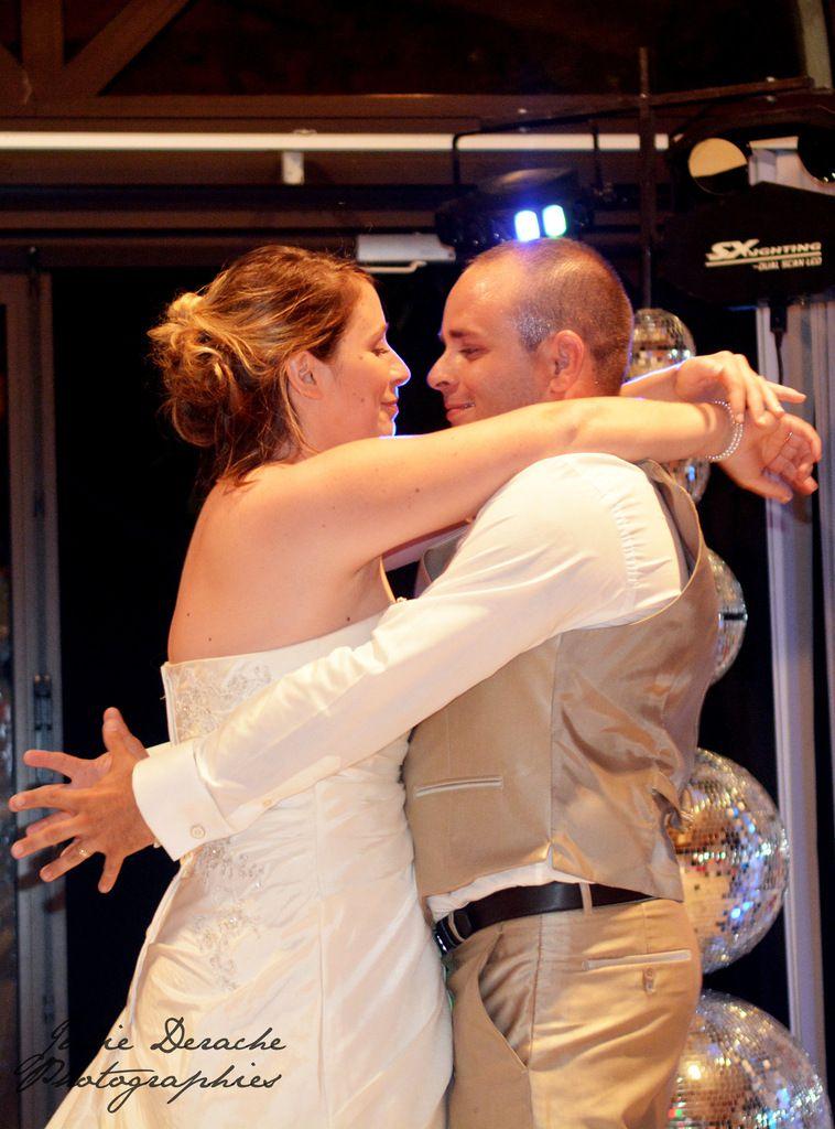 Ouverture de bal des mariés. Avec un slow enchaîné d'une chorégraphie sur Beyoncé avec les témoins !