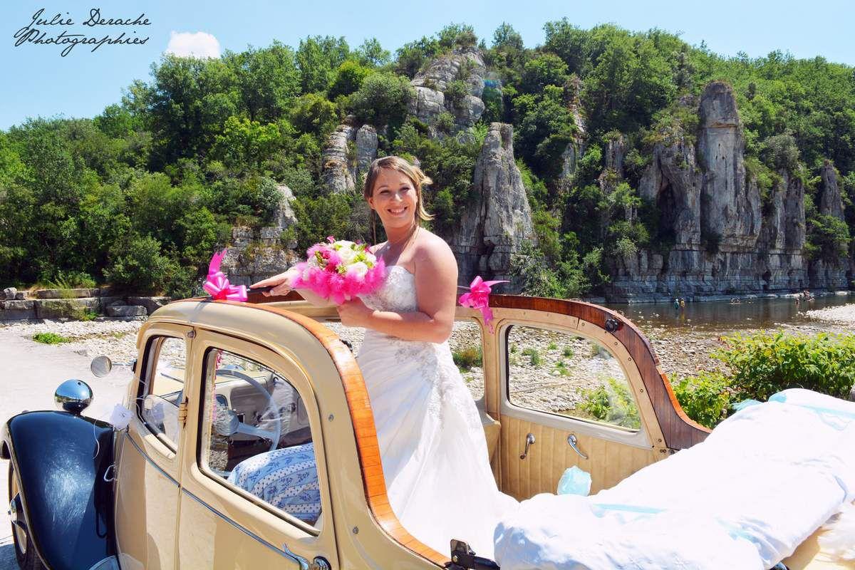 Une jolie découverte des mariés suivie d'une séance photos de couple dans les rues du beau village de Labeaume