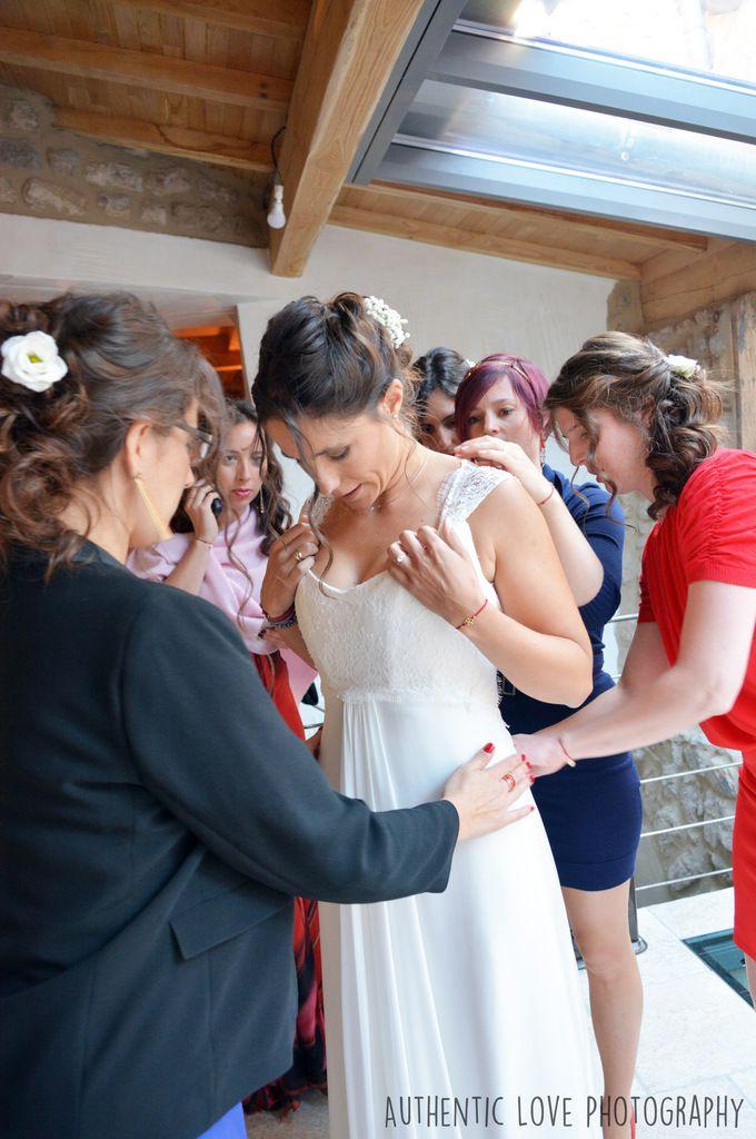 Les préparatifs de la mariée entourée de ses bridesmaids