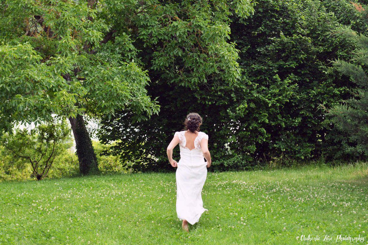 Mariée au milieu des pommiers