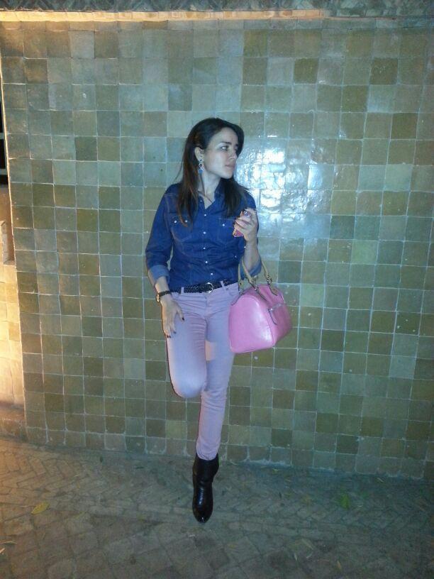 Denim shirt &amp&#x3B; pink skinny jeans