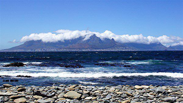 Le Cap vue depuis la grêve de Robben Island.