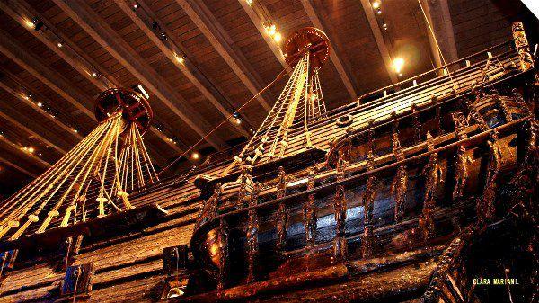 De la quille au sommet du grand mât: 52,5 m. 10 voiles (6 ont été retrouvées et conservées). Surface de la voilure: 1275 m².