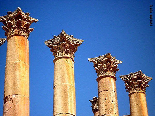 et ses colonnes corinthiennes.