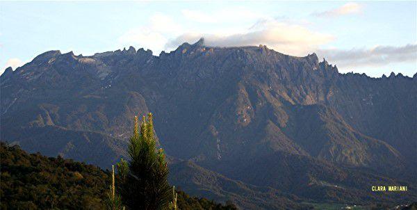 Le mont Kinabalu aux premiers rayons du soleil (06h20)