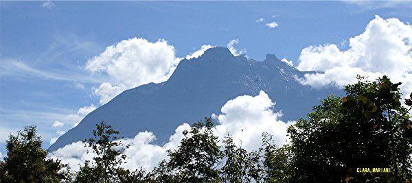 Vers 10h00, le Kinabalu s'enveloppera de nuages...