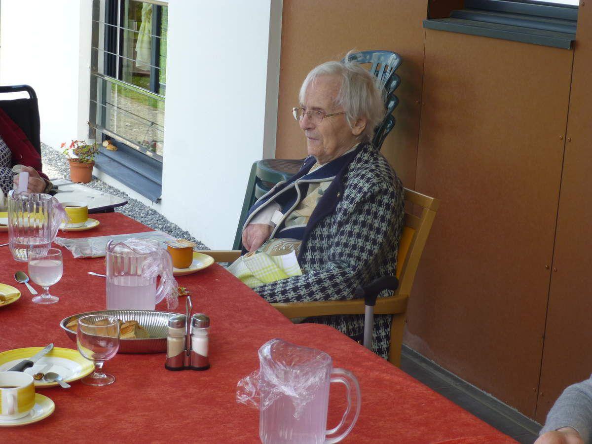 24062016 Déjeuner en terrasse à Hoëdic
