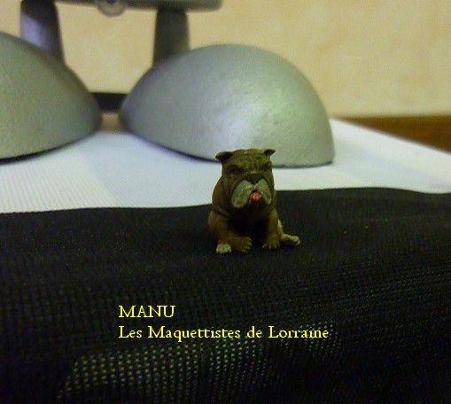 entre figurines , voitures et animaux , il s en sort bien  !!! bravo Manu continue !!
