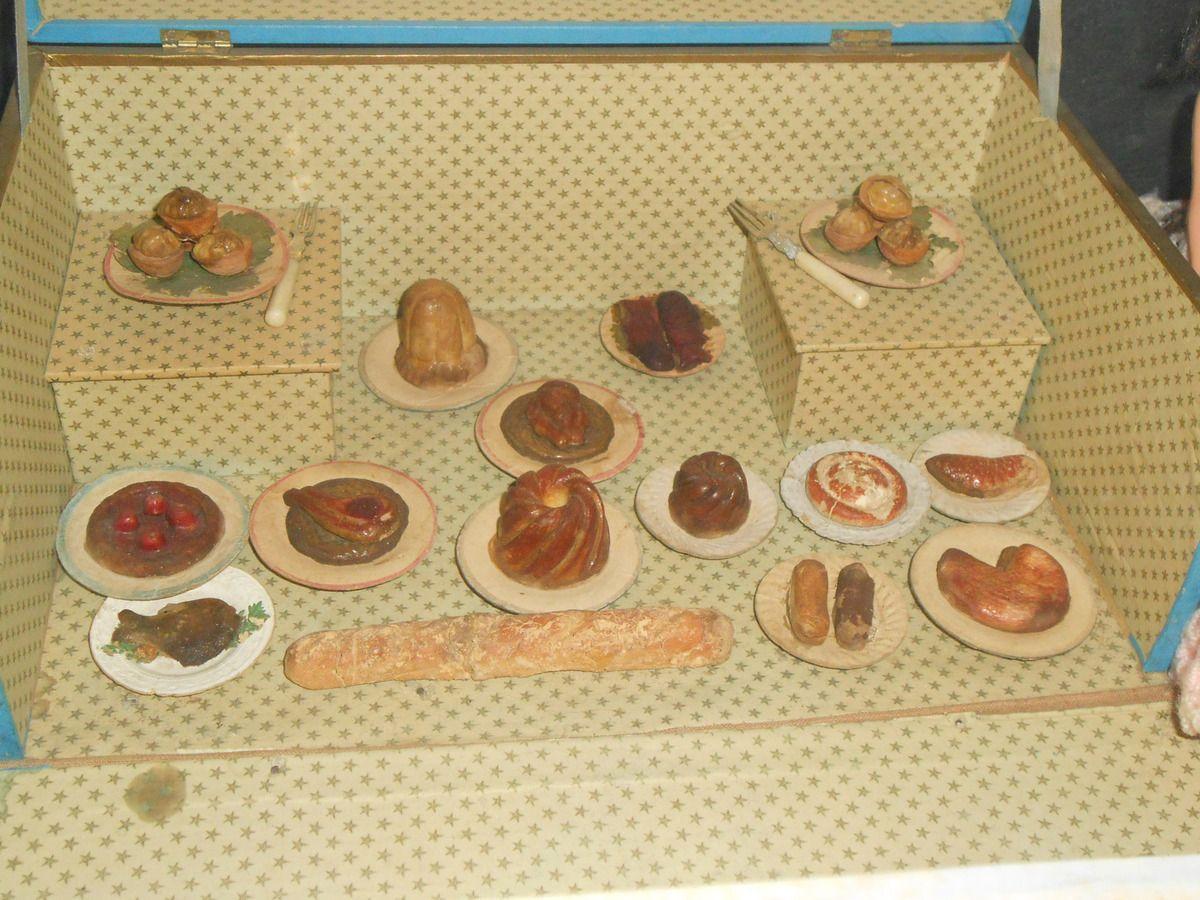 Le musée du jouet et de la poupée ancienne de l'Isle-sur-la-Sorgue : les services de table