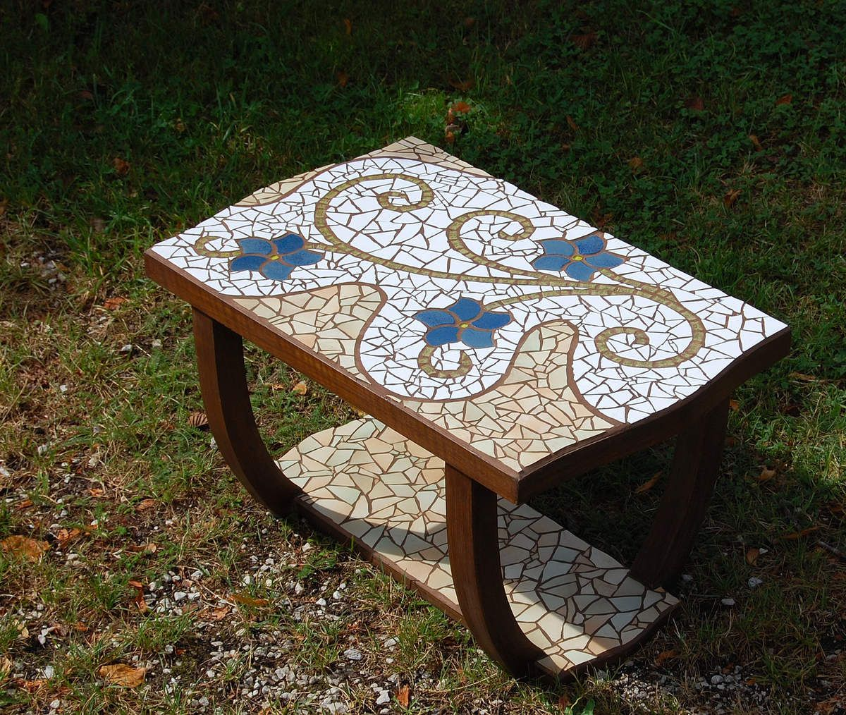Table mosa que l zard h pha stos - Table de jardin mosaique ...