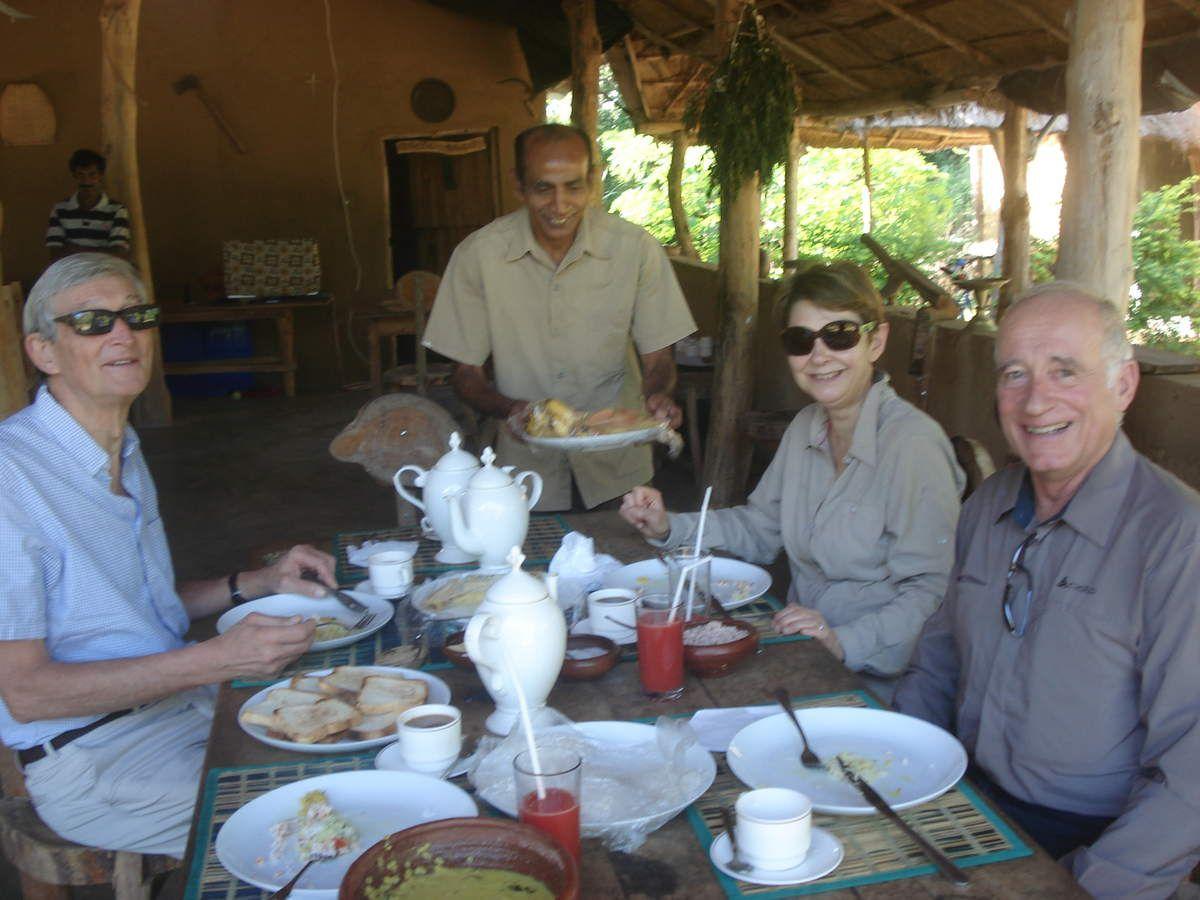 et l'apogée, ce petit déjeuner où nous sommes traités comme des rois par cet homme qui veut apprendre les mots français...