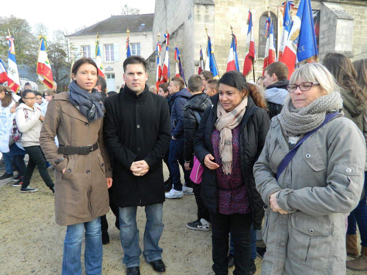 M.Broissard (bien)entouré de profs de Français; Mme Pépin, Mme Kouki et Mme Piloy
