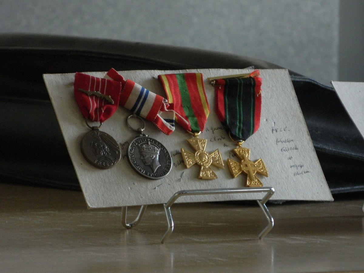 Les médailles parmi les plus hautes distinctions anglaises et américaines. Medal of freedom and medal of courage.