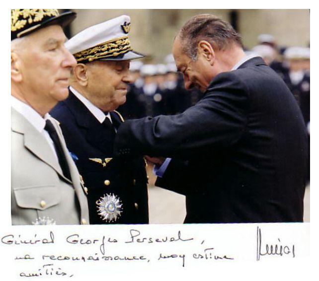 Le Général PERSEVAL élevé à la dignité de Grand Officier de l'Ordre National du Mérite, par le Président de la République Jacques CHIRAC en 2003