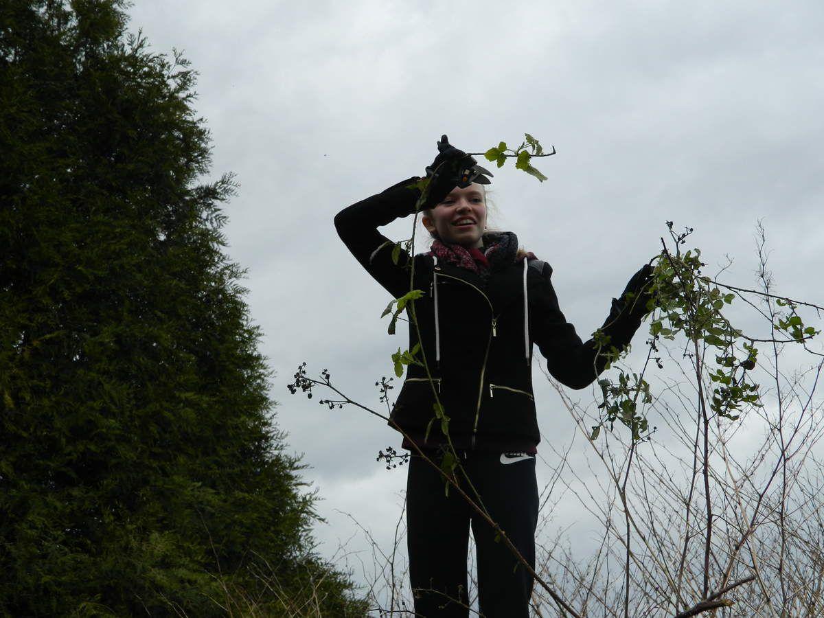 Juliette attaquée par la végétation