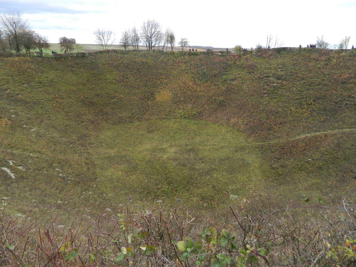 Le cratère et un hommage aux mineurs gallois